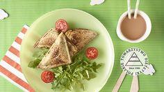 Kanapka z grilla z serem i pomidorem. Kuchnia Lidla - Lidl Polska. #lidl #dzieci #kanapki