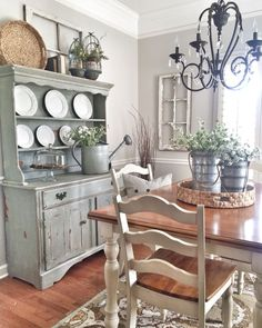If you are looking for French Country Dining Room Table Decor Ideas, You come to the right place. Below are the French Country Dining Room Tab. Shabby Chic Dining Room, French Country Dining Room, Farmhouse Dining Room Table, Dining Room Table Decor, French Country Kitchens, Dining Room Design, Rustic Farmhouse, Diy Table, Farmhouse Style