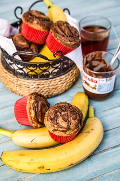 BRIOSE CU BANANE MARMORATE CU NUTELLA | Diva in bucatarie Delicious Desserts, Stuffed Mushrooms, Muffin, Food And Drink, Nutella, Vegetables, Breakfast, Cakes, Ideas