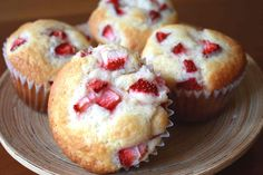 Wonder if it would still be good if I used Strawberry muffin mix and put the cream cheese mixture in the middle? - I figure I can't go wrong with cream cheese! (especially since I already know I like the strawberry muffins from the mix) Köstliche Desserts, Delicious Desserts, Dessert Recipes, Yummy Food, Cupcake Recipes, Cream Cheese Muffins, Sweet Bread, Muffin Recipes, Yummy Treats