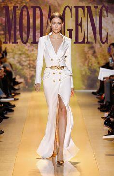 Beyaz krep Uzun elbise ceket. Altın düğmeler. Arka yaka