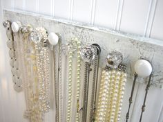 Beautiful jewelry hangar DIY with knobs. This is what I'm doing