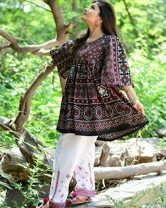 Pakistani Traditional Dresses for Girls Best Ethnic Wear, Sindhi Ajrak Shawl,Punjabi Shalwar Kameez Design , Balochi Salwar Kameez Female are here. Simple Pakistani Dresses, Pakistani Fashion Casual, Pakistani Dress Design, Pakistani Outfits, Designer Kurtis, Designer Dresses, Casual Summer Dresses, Stylish Dresses, Simple Dresses
