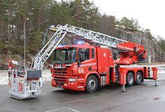 L32A-XS Feuerwehr Bergen Ambulance, Fire Equipment, Fire Fighters, Fire Apparatus, Fire Engine, Police Cars, Fire Department, Bergen, Fire Trucks