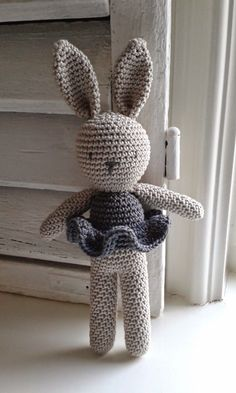 Amigurumi Bunny- Free Pattern (Amigurumi Free Patterns) - Crochet and Knitting P. Amigurumi Bunny- Free Pattern (Amigurumi Free Patterns) – Crochet and Knitting Patterns Crochet Gratis, Crochet Diy, Crochet Amigurumi Free Patterns, Crochet For Kids, Crochet Dolls, Knitting Patterns, Knitting Toys, Free Knitting, Crochet Ideas