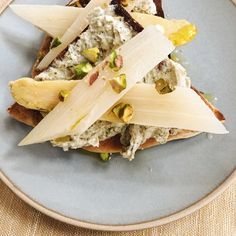 ---Looks as good as it tastes. A vegan option for an afternoon snack or party appetizer that will win raves.White Asparagus Toasted Pita with Za'atarTotal Time: 5 minutes.IngredientsDonostia Foods White Asparagus D. A Food, Good Food, Vegan Cream Cheese, Specialty Foods, Vegan Options, Afternoon Snacks, Appetizers For Party, Creative Food, Food Dishes