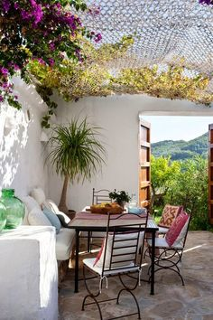 Exquisite little european country patio. Via. Things I Love Hope You'll Like It