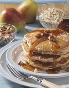 Make time for breakfast with these Oaty Pear n' Pecan Pancakes! Breakfast Dishes, Healthy Breakfast Recipes, Best Breakfast, Brunch Recipes, Breakfast Ideas, Healthy Foods, Healthy Recipes, Quaker Oats Recipes, Oatmeal Recipes
