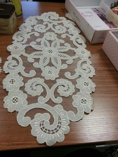 Lace Embroidery, Table Linens, Rugs, Home Decor, Mesas, Needlepoint, Drawings, Brogue Shoe, Tablecloths