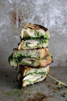 theantidote:Portobello, Gouda & Kale Pesto Grilled Cheese Sandwiches Preparation time: 10 minutes Cooking time: 10 minutes Number of servings: 2 Ingredients 4 slices thick rustic bread (pugliese) Pesto Grilled Cheeses, Grilled Cheese Recipes, Grilled Tomatoes, Breakfast And Brunch, Breakfast Recipes, Beste Burger, Vegetarian Recipes, Cooking Recipes, Cooking Time