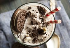 Op Instagram zou je recepten als deze bestempelen met #foodporn. En geloof mij, dat is dit recept voor een Oreo milkshake ook! Nadat ik afgelopen weekend al een heerlijke smoothie gemaakt had met frambozen en slagroomijs, vond ik het wel…