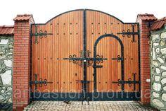 House Fence Design, Front Gate Design, Door Gate Design, Front Gates, Entrance Gates, House Entrance, Metal Gates, Wooden Gates, Wooden Window Design