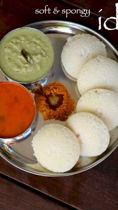How to make idli Food Recipes South Indian Breakfast Recipes, Indian Dessert Recipes, Indian Recipes, South Indian Foods, Spicy Recipes, Cake Recipes, Cooking Recipes, Chaat Recipe, Rava Idli Recipe