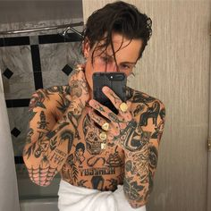 Tattoo for guys inspiration people 62 ideas Grunge Tattoo, Punk Tattoo, Ma Tattoo, Tattoos Torso, Boy Tattoos, Black Tattoos, Tattoos For Guys, Old People Tattoos, Tattoo Gallery For Men