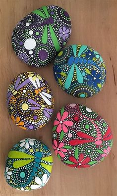 Dragonfly Art on Hand Painted Stones by ethereal and earth - otherworldly and of this world creations. Free USA Shipping available.Painted Rock Ideas - Do you need rock painting ideas for spreading rocks around your neighborhood or the Kindness Rocks Proj Rock Painting Patterns, Rock Painting Ideas Easy, Dot Art Painting, Rock Painting Designs, Pebble Painting, Pebble Art, Stone Painting, Mandala Art, Mandala Rocks