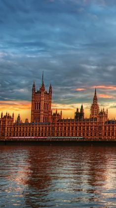 Westminster palace at twilight #iPhone 5s #Wallpaper | Download more interesting wallpapers in :http://www.ilikewallpaper.net/iphone-5-wallpaper/.