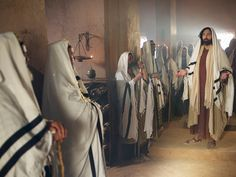 Free visuals: Jesus delivers a demon possessed man in the synagogue. Biblical Costumes, Gospel Of Mark, Messianic Judaism, Whisper In Your Ear, Kingdom Of Heaven, Rabbi, New Testament, Church Ideas, Bible