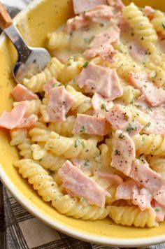 This Syn Free Quick Creamy Pasta is perfect for an easy lunch or dinner and combines just a few ingredients for a tasty flavoursome dish. Slimming World Pasta Dishes, Slimming World Dinners, Slimming World Recipes Syn Free, Slimming World Diet, Slimming Eats, Quick Pasta Recipes, Easy Casserole Recipes, Quick Meals, Cooking Recipes