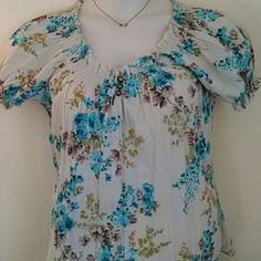 Super Cute Top *NWOT* This has a gathered look around the sleeves and neckline. Also has really cute buttons! Kim Rogers Tops Blouses