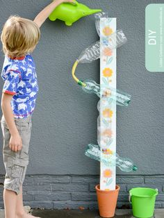 20 DIY games that will make the summer unforgettable .- 20 giochi fai da te che renderanno l'estate indimenticabile ai tuoi bimbi Waterbaan. Kids Crafts, Projects For Kids, Diy For Kids, Diy And Crafts, Arts And Crafts, Kids Fun, Toddler Activities, Preschool Activities, Kids Outdoor Play