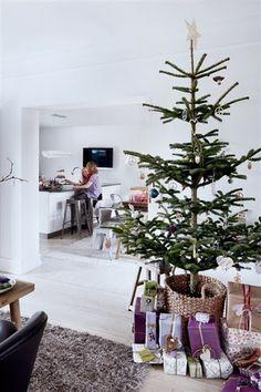 Interior: Christmas in purple tones