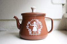tea pot: i need this for my kitchen...  so cute!