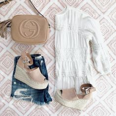 casual outfit inspiration - click through for outfit details - @sunsetsandstilettos - peasant top and booties