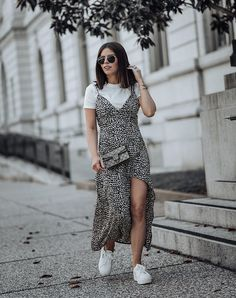 T-Shirt + slitted maxi dress + sneakers. 30 days of summer outfits for short ladies ideas Boho Fashion, Girl Fashion, Fashion Design, Style Fashion, Ladies Fashion, Fashion Dresses, Aesthetic Fashion, Retro Fashion, Korean Fashion