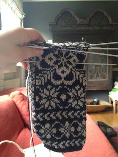 Klassiske vottar – Eg sa strikk! Knit Mittens, Mitten Gloves, Knitted Hats, Fair Isle Knitting, Nye, Twine, Fingerless Gloves, Arm Warmers, Diy And Crafts