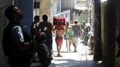 Policiais da UPP patrulham uma via da favela Pavão- Pavãozinho, no Rio de Janeiro -Estas são as capitais mais violentas do Brasil; SP em último