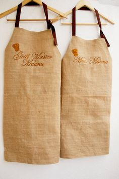 Sewing Gifts For Men Set of two Monogram Burlap full kitchen apron for women in beige Company Logos And Names, Burlap Kitchen, Restaurant Uniforms, Personalized Aprons, Apron Designs, Aprons For Men, Types Of Embroidery, Burlap Crafts, Kitchen Aprons