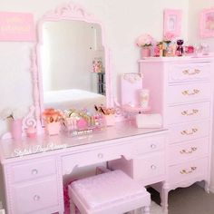 34 new ideas makeup vanity room pink Makeup Vanity Decor, Makeup Rooms, Makeup Vanities, Pink Vanity, Vanity Room, Dresser Vanity, Vanity Design, Bedroom Dressers, Pink Room