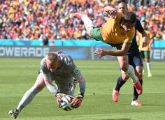 Netherlands Tops Australia 3-2 In Unexpectedly Wild World Cup Clash - Netherlands' goalkeeper Jasper Cillessen (L) vies with Australia's forward Mathew Leckie during a Group B football match between Australia and the Netherlands at the Beira-Rio Stadium in Porto Alegre during the 2014 FIFA World Cup on June 18, 2014.