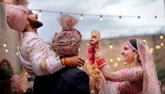 Wedding Pictures of Virat kohli and Anushka Sharma - And Yes they Did! Actress Anushka Sharma and cricketer Virat Kohli tied the knot in Italy on Monday. We have published the dreamy images of their wedding that will melt the heart of their fans. Wedding Looks, Bridal Looks, Wedding Pictures, Wedding Ideas, Dream Wedding, Wedding Bride, Wedding Decor, Wedding Ceremony, Wedding Favours