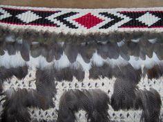 A cloak with a taniko pattern Weaving Patterns, Macrame Patterns, Knit Patterns, Stitch Patterns, Maori People, Maori Designs, Maori Art, Paua Shell, Tapestry Crochet