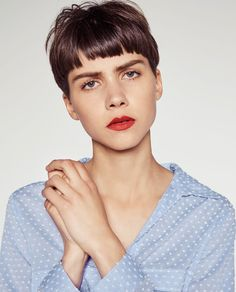 Image 3 de CHEMISE PLUMETIS À CONTRASTE de Zara Short Dark Hair, Short Hair Cuts, Pageboy Haircut, Bowl Haircuts, Hair Reference, Bowl Cut, Hair Blog, Messy Hairstyles, Hair Trends