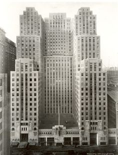 Art Deco Graybar Building, New York City, Sloan & Robertson, sitting above Grand Central Station on Lexington Ave. Vintage New York, Bauhaus, Photo New York, New York City Buildings, Art Nouveau, New York Architecture, New York Pictures, Art Deco Home, Concrete Jungle