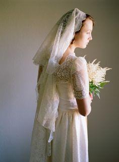 vintage lace veil and wedding dress