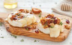 Preparazione Brie al forno con noci, fichi secchi, mirtilli rossi e miele - Fase 2