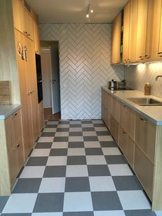 Floor Marmoleum click Eternity Silver shadow, IKEA kitchen Ekestad, Strand water tap, fishbone tile