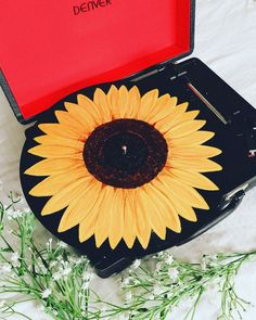 Sunflower Acrylic Painting on Vinyl Record A sunflower painting on a vinyl record! Don't waste old records :] Spice 'm up! Sunflower Acrylic Painting on Vinyl Record A sunflower painting on a vinyl record! Don't waste old records :] Spice 'm up! Acrylic Painting For Kids, Acrylic Painting For Beginners, Acrylic Paintings, Acrylic Painting Inspiration, Pour Painting, Aesthetic Painting, Aesthetic Art, Art Cd, Painting Sheets