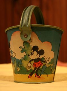 Minnie Mouse sandpail for @hilary brindell when she goes to Disney College! : )