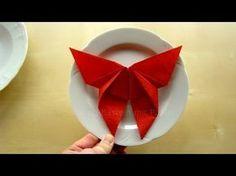 Napkin folding butterfly - How to fold napkins - Napkin folding for wedding - Tutorial - DIY Servietten falten: Schmetterling – Deko Ideen basteln mit Papier-Servietten: Hochzeit, DIY – Yo Christmas Napkin Folding, Paper Napkin Folding, Paper Napkins, Folding Napkins, Napkin Origami, Easy Origami, Origami Tutorial, Diy Tutorial, Serviettes Roses