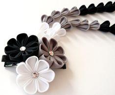 Pinza de pelo de flores de tela Kanzashi con caídas. por JuLVa                                                                                                                                                                                 Más
