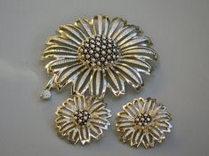 SUNFLOWER BROOCH & EARRINGS/ Sara Coventry by LadyAnnesCloset