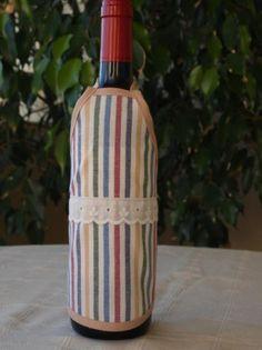 Delantal para botellas hecho de tejido algodón/poliéster y cinta de algodón. Lavable a 30 grados. Wine Bottle Covers, Home Decor, Bottles, Xmas, Wine Bottles, Soaps, Decorated Bottles, Fabrics, Aprons