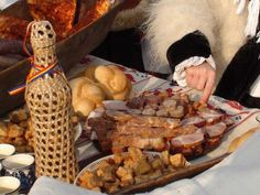Gustarile romanesti de Craciun. Smoking Meat, Christmas And New Year, Winter Holidays, Traditional, Ethnic Recipes, Romania, Food, Easter, Essen