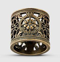 d6a01fec93a744 Gucci - anello in metallo anticato con design traforato 398599I46008233  Gucci Jewelry, Jewelry Watches,