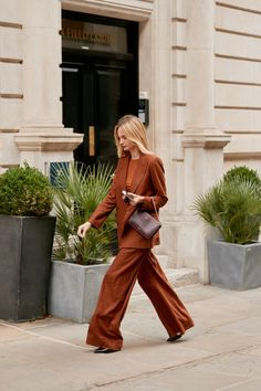 The Best Street Style Looks from London Fashion Week (so far!) - Street Wear - The Best Street Style Looks from London Fashion Week (so far! London Fashion Weeks, New York Fashion, Fashion Mode, Fashion Styles, Workwear Fashion, Fashion Blogs, Abaya Fashion, Fashion Outfits, Grunge Outfits