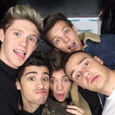 One Direction Niall Horan , Harry Styles, Liam Payne , Zayn Malik , Louis Tomlinson. One Direction 2015, One Direction Selfie, One Direction Group, One Direction Images, One Direction Wallpaper, Direction Quotes, Zayn Malik, Niall Horan, Liam Payne